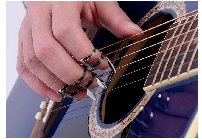 hold guitar pick with Thumb and center finger